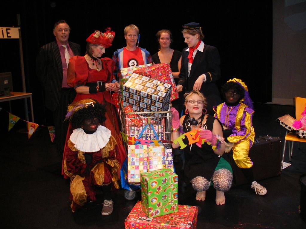 Vast op pakjesavond- www.theatergroepspiegel.nl